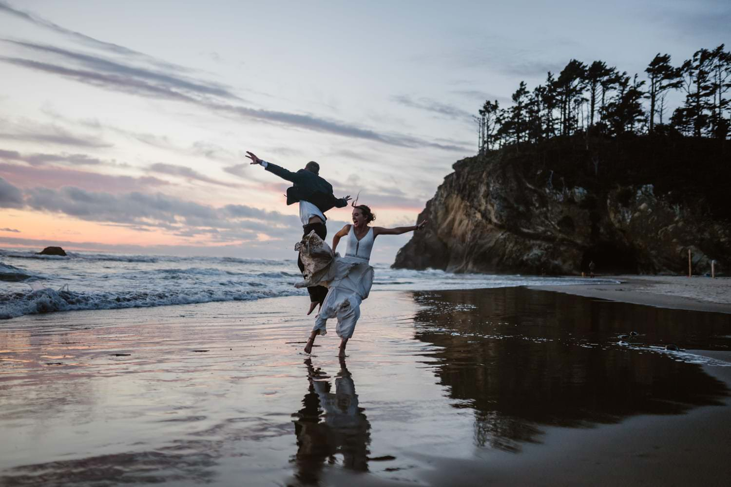 10 Reasons Why You Should Elope - Cannon Beach Elopement